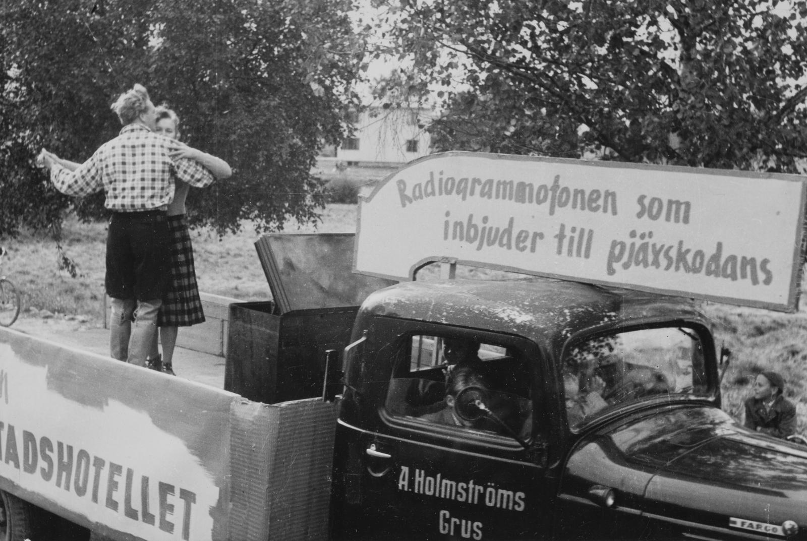 SM_HER 1952_07.jpg